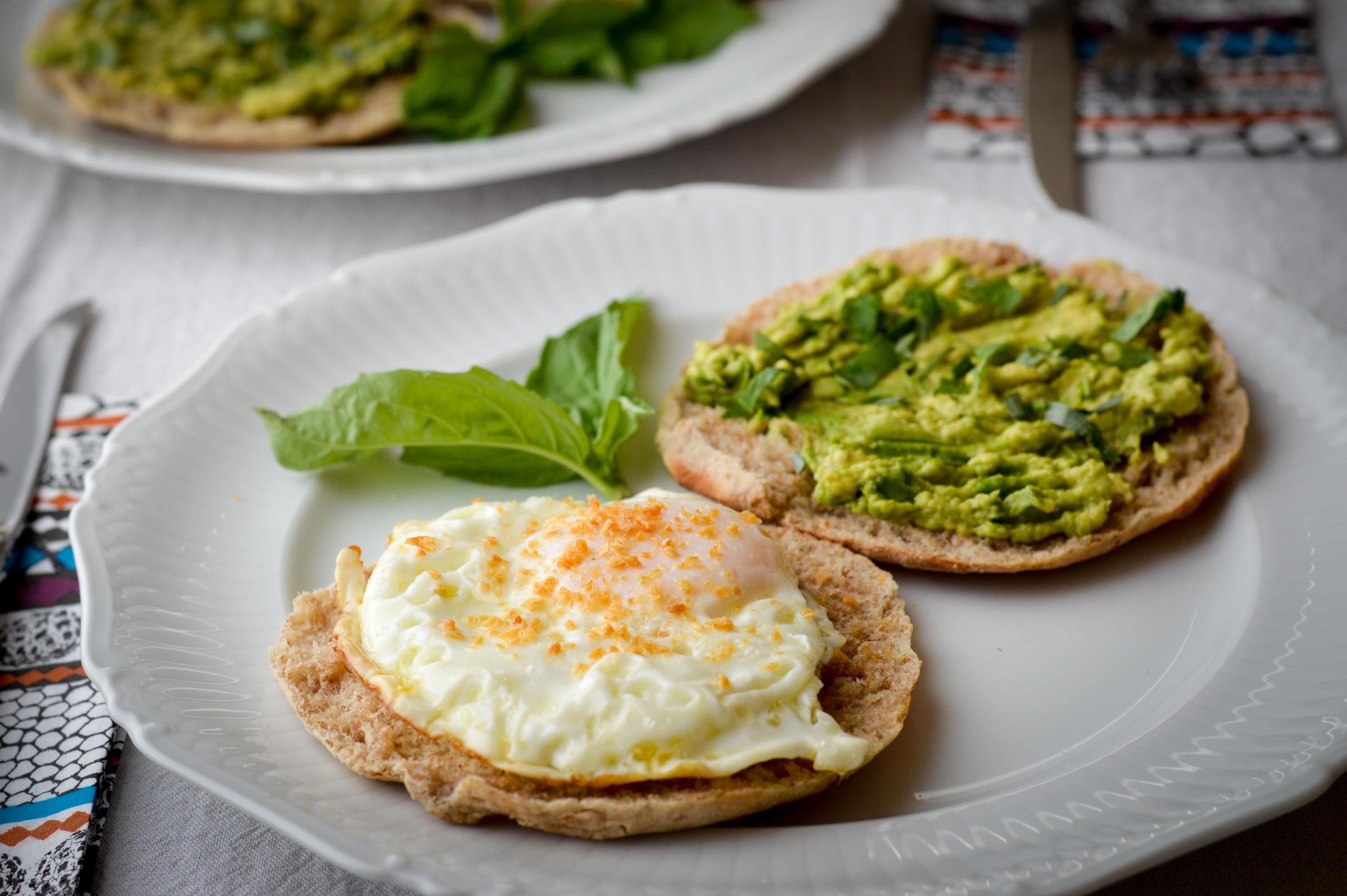 Garlic Gold® Breakfast Sandwiches with Fried Egg and Avocado