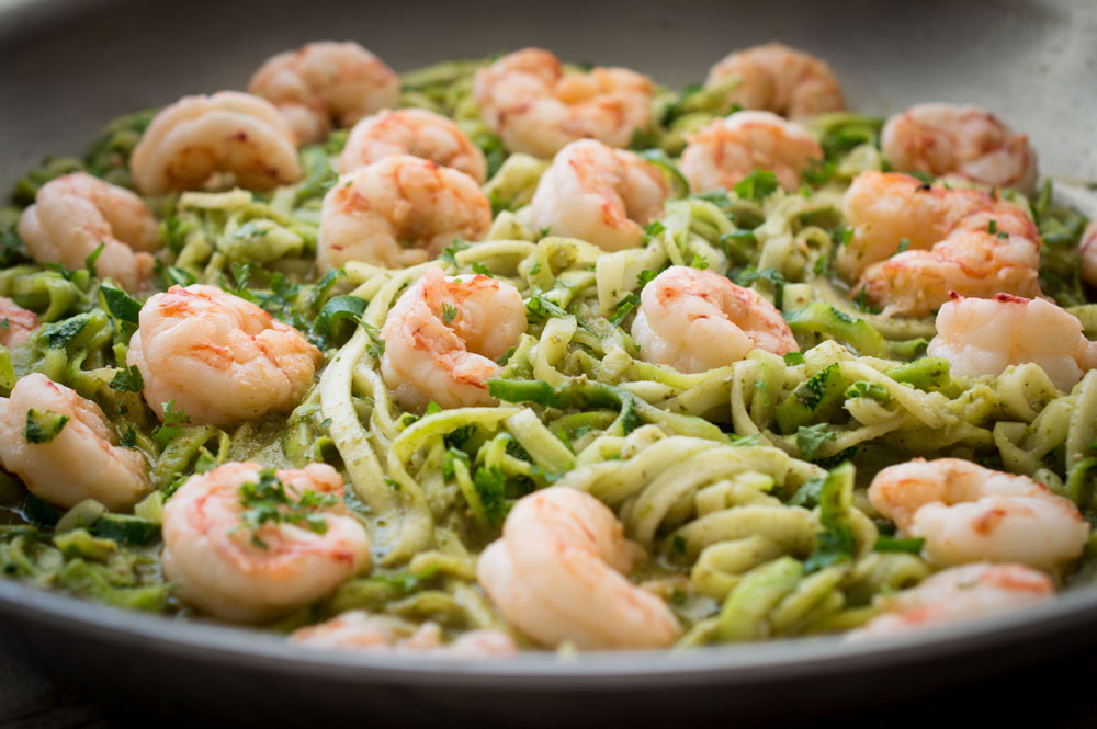 zoodles shrimp pesto recipe by organic garlic gold